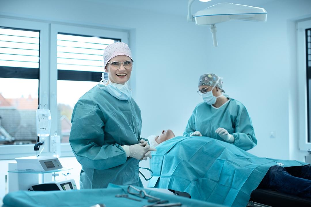 mkgChirurgikumLingen-therapiespektrum-Mund-und-Kieferchirurgie-Behandlung--im-OP