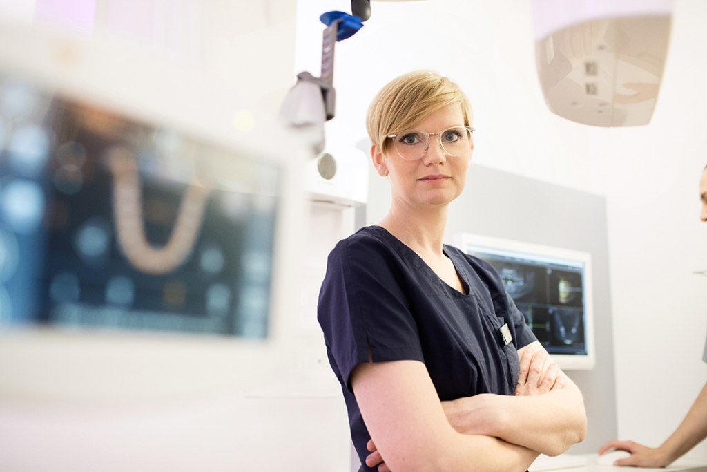 mkgChirurgikumLingen-therapiespektrum-Mund-und-Kieferchirurgie-Jasmin-Ahlers
